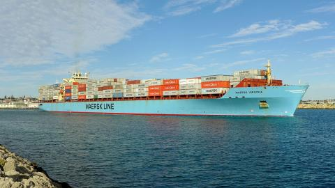 Container ship Maersk Virginia. By Bahnfrend, Wikimedia Commons